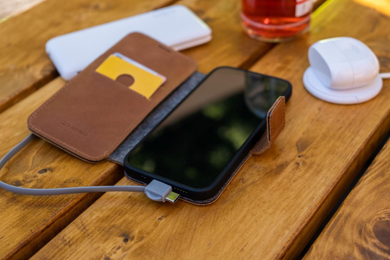 Kožené pouzdro typu kniha FIXED ProFit pro Apple iPhone 13 Pro Max, hnědá