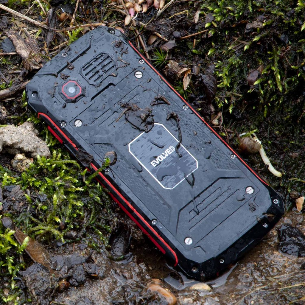 Evolveo StrongPhone Z4 černá/červená
